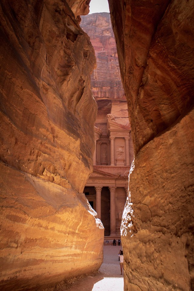 Vista de el Tesoro desde el Siq, Petra.